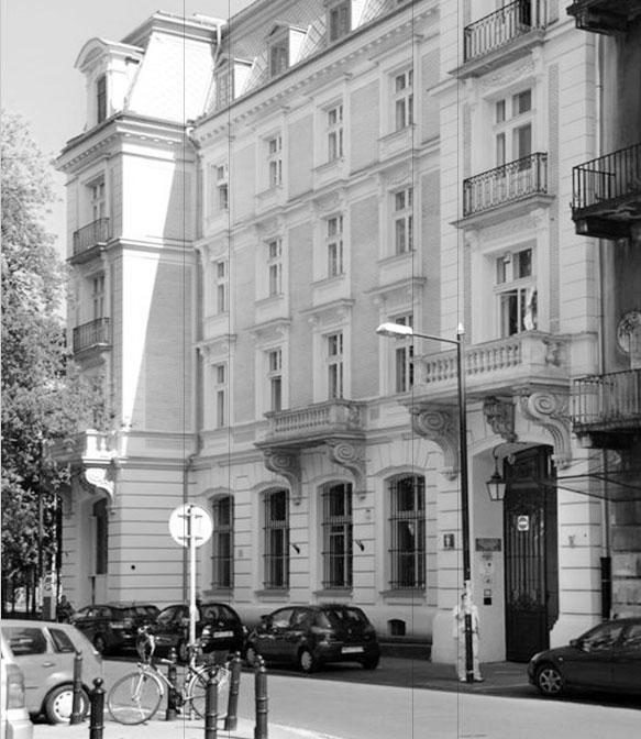 czarnobiałe zdjęcie kamienicy w Warszawie, ulica Foksal 11