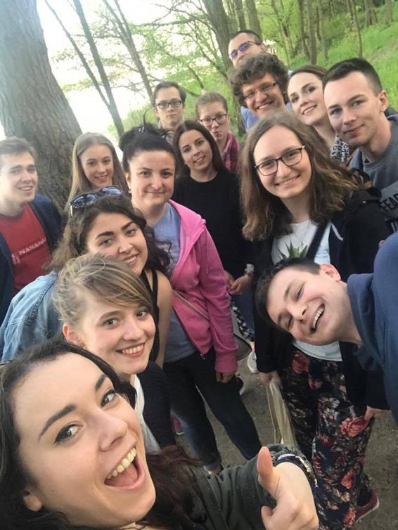 grupa młodych osób, wolontariusze Centrum Myśli Jana Pawła II