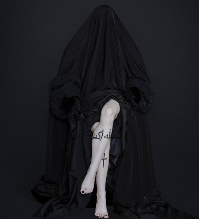 czarnobiała fotografia, kobiece nogi